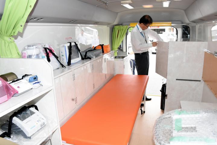 へき地医療確保へ 西予市が巡回診療車導入 8月から運用開始 | 防災 ...