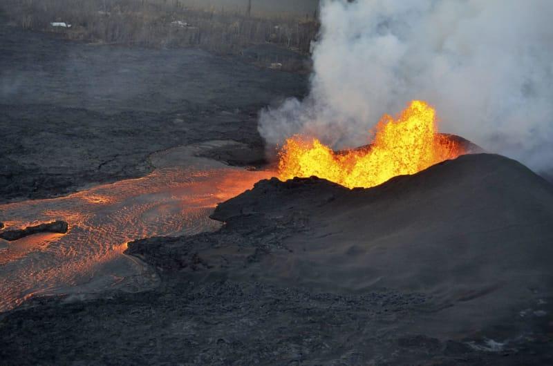 ハワイ溶岩流で住宅120棟破壊 キ...