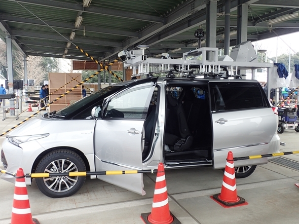 NTT東、レーザー搭載車で電柱検査